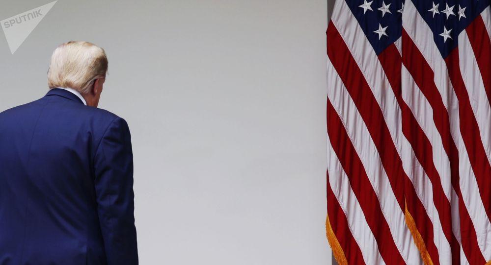 АКШнын президенти Дональд Трамп брифингден кийин. Архив