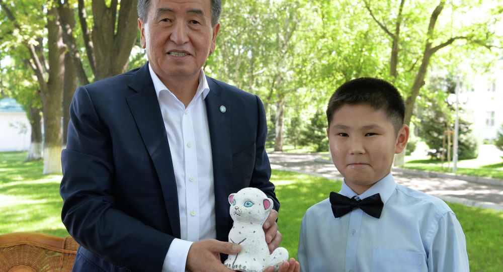 Президент Кыргызской Республики Сооронбай Жээнбеков сегодня, 1 июня, в Международный день защиты детей встретился с детьми — участниками телепроекта «Мээрим».