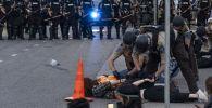 Сотрудники полиции задерживают протестующих в Миннеаполисе. Архивное фото