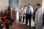 Первый вице-премьер Кубатбек Боронов навестил пострадавших в ходе произошедшего накануне инцидента жителей приграничных сел в Кадамджайском районе Баткенской области.