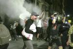 На помощь полиции в ряде штатов направлена Национальная гвардия, но ни она, ни резиновые пули и слезоточивый газ не могут подавить протестные настроения.