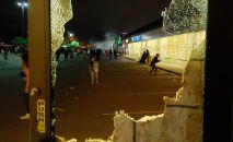 Разбитая витрина магазина в Миннеаполисе. Архивное фото