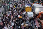Протестующие в Нью-Йорке. Протесты проходят в городах США в связи со смертью при задержании полицией афроамериканца Джорджа Флойда в Миннеаполисе.