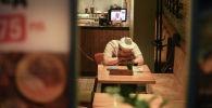 Кафедеги жумушчу. Архив