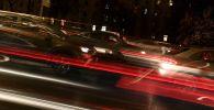 Автомобильное движение в ночное время. Архивное фото