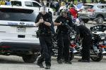 Полиция кызматкерлери элди атам деп жатат