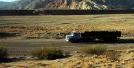 Грузовик едет по дороге. Архивное фото