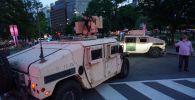 Бронеавтомобили Humvee военной полиции США на одной из улиц в Вашингтоне