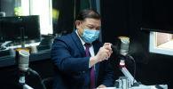 Спикер Жогорку Кенеша Дастан Джумабеков на радиостудии Sputnik Кыргызстан, во время эксклюзивного интервью агентству