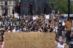 Сообщается, что правоохранительные органы задержали 11 участников акции протеста у посольства США на юге Лондона.