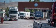 Кыргыз-казак чек арасында кезекте турган жүк ташуучу автоунаалар