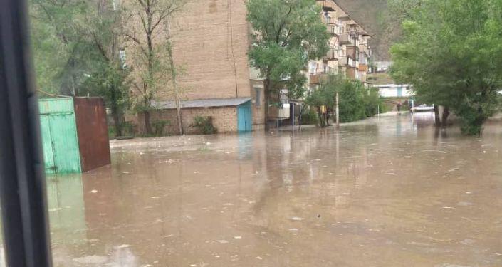 Последствия схода сели в городе Нарын