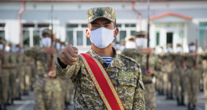 Парадный расчет Национальной гвардии Вооруженных Сил Кыргызской Республики во время тренировки