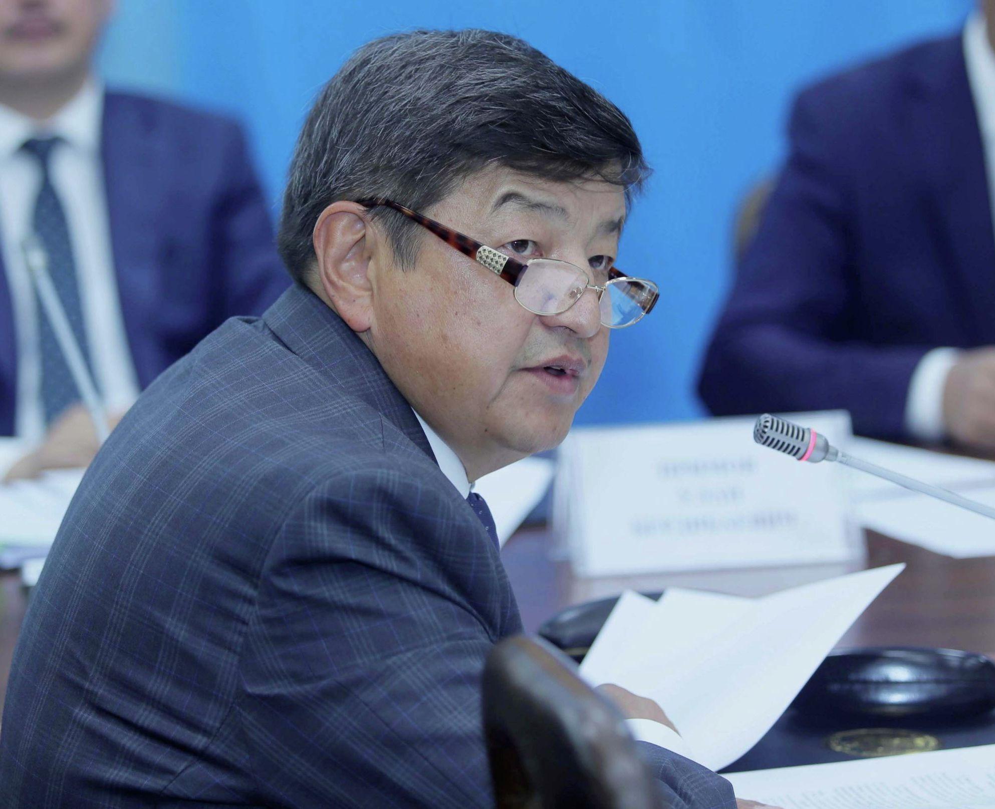 Депутат Акылбек Жапаров на заседании Комитета по бюджету и финансам 18 мая 2020 года