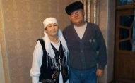 Фтизиатр центра семейной медицины Кара-Кульджинского района Ошской области Альберт Исмаилов с супругой. Архивное фото