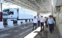 Вице-премьер-министр КР Эркин Асрандиев во время выездного совещания на контрольно-пропускном пунктеАк-Тилек — Автодорожный.