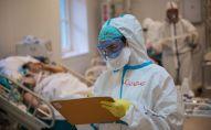 Медицинский работник в отделении реанимации и интенсивной терапии. Архивное фото