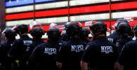 Нью-Йорктогу полиция кызматкерлери. Архивдик сүрөт