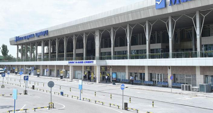 Вид на здание Международного аэропорта Манас, где идет подготовка к возобновлению внутренних авиарейсов.