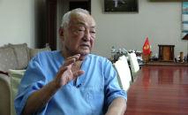 О хирурге Мамбете Мамакееве вновь заговорили не только в Кыргызстане, но и в мире. Знаменитый врач вошел в Книгу рекордов Гиннесса как наиболее долго практикующий хирург. Мамакеев оперирует вот уже 68 лет подряд.