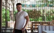 Владелец туристической компании Сергей Глуховеров во время интервью