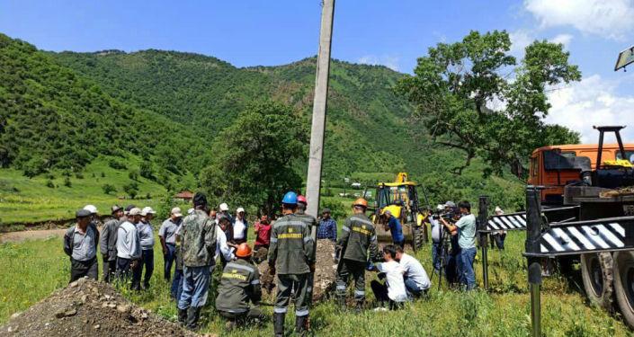 Проводка электричества в селе Жазы-Кечуу Базар-Коргонского района