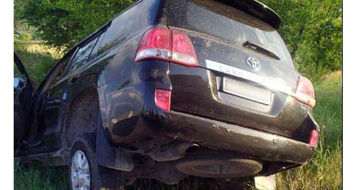 Внедорожник марки Toyota Land, водитель, которого протаранил будку с охранником в центре Бишкека