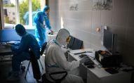 Врача в ординаторской в госпитале для лечения зараженных коронавирусной инфекцией COVID-19. Архивное фото