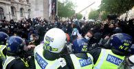 Столкновения демонстрантов с полицейскими во время акции протеста «Black Lives Matter»  в Лондоне, 07 июня 2020 года