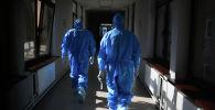 Москвадагы госпитальда иштеген медиктер. Архивдик сүрөт