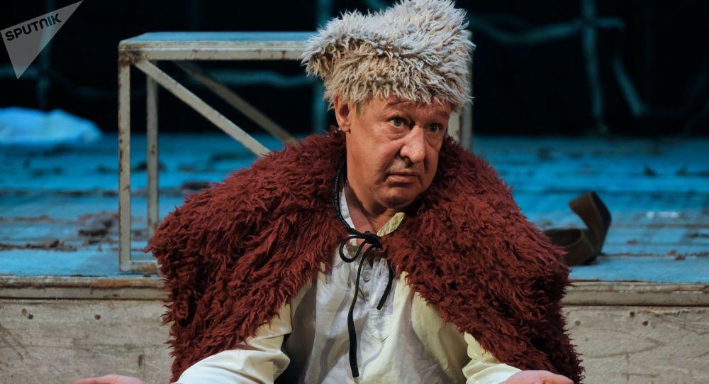 Актёр Михаил Ефремов во время спектакля. Архивное фото