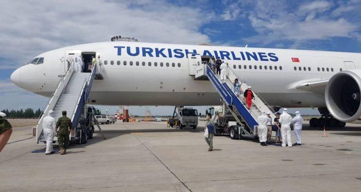 Сегодня, 9 июня, в Кыргызстан возвратились 328 граждан Кыргызской Республики из Турции.