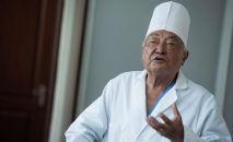 Дүйнө жүзүндөгү эң кары хирург Мамбет Мамакеев. Архивдик сүрөт