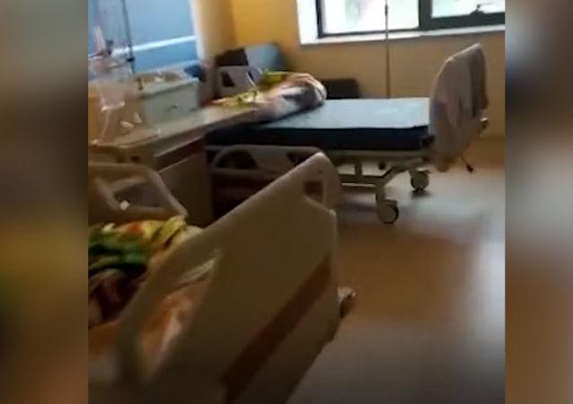 Пресс-служба Министерства здравоохранения КР опубликовала видео из реанимации кыргызско-турецкой больницы дружбы.