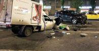 Место автомобильной аварии с участием актера Михаила Ефремова на Смоленской площади в Москве.
