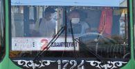 Бишкектеги троллейбустун айдоочусу. Архивдик сүрөт