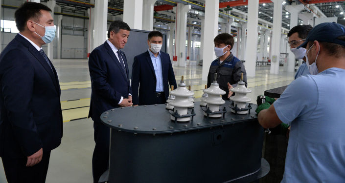 Президент Сооронбай Жээнбеков посетил в Оше автостроительный завод Кыргыз Унаа Курулуш, который в перспективе будет выпускать электробусы.