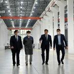 Президент КР Сооронбай Жээнбеков посетил автостроительный завод Кыргыз Унаа Курулуш в Оше, который в перспективе будет выпускать электробусы