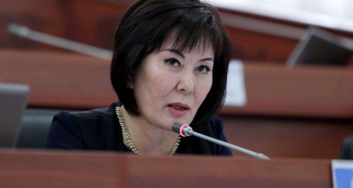 Депутат от фракции Онугуу — Прогресс  Гульшат Асылбаева на заседании Жогорку Кенеша. 12 июня 2020 года