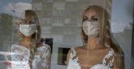 Медициналык маска кийгизилген манекендер. Архив