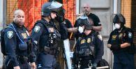 Нааразычылык акциясынын жүрүшүндө полиция кызматкерлери Вашингтон шаарында. Архив