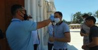 Бүгүн Бишкек шаарындагы мечиттерге эки айдан ашык убакыттан бери боло элек жума намаздар окулду. Төмөндө бүгүнкү учурдан алынган видеону сунуштайбыз.