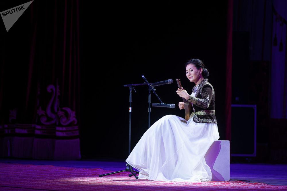 Выступили кыргызстанские и российские артисты, а также ансамбли