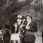 Элмирбек Иманалиев 1993-жылдан тарта төкмө акындардын республикалык, эл аралык конкурстарына, фестивалдарына катыша баштаган. Сүрөт 1993-1994-жылдары Ак таңдай сынагында тартылган.
