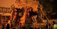 Участник акции протеста в США Крис Грин впал в кому после того, как на него упала статуя президента Конфедеративных Штатов Америки в Вирджинии.
