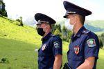 Сотрудники туристической милиции в Иссык-Кульской области во время работы