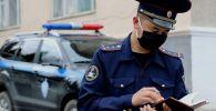 Ысык-Көлдө иштеген милиция кызматкери. Архивдик сүрөт