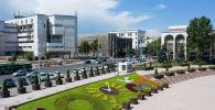 Цветочные клумбы на площади Ала-Тоо в Бишкеке