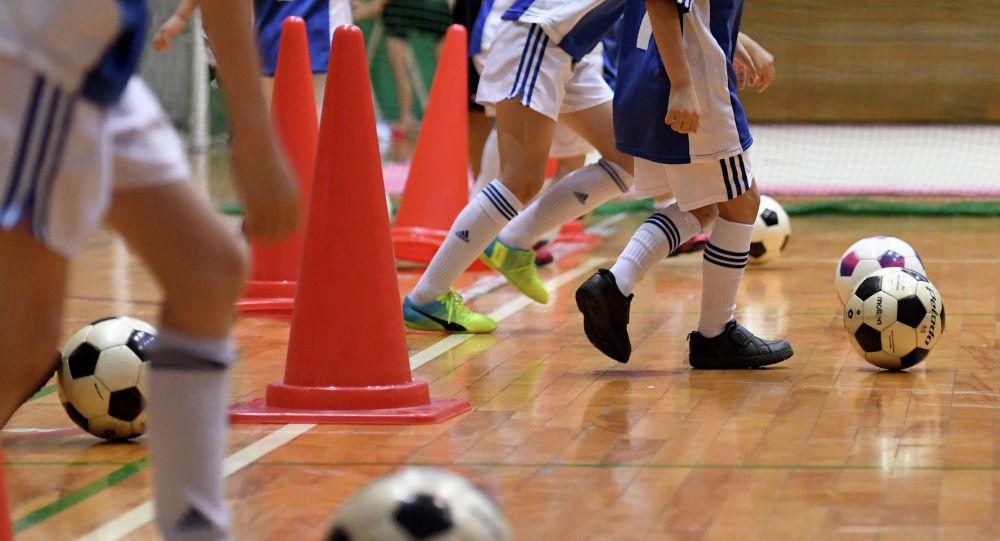Тренировка детской футбольной команды. Архивное фото