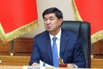 Экс-премьер-министр КР Мухаммедкалый Абылгазиев собрал бывших подчиненных в зале заседаний правительства и произнес речь.